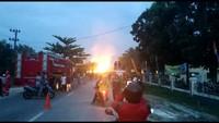 Semburan api muncul di Kabupaten Bengkalis, Riau. Diduga semburan api itu muncul dari pipa gas PT Chevron. (Foto: dok. istimewa)