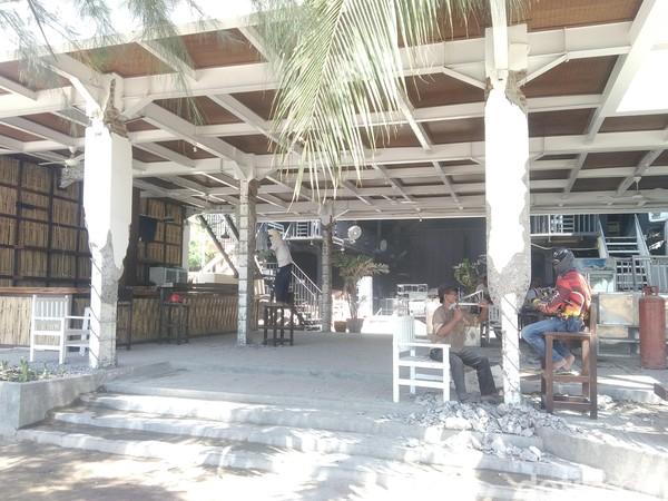 Bangunan yang rusak perlahan-lahan mulai diperbaiki (Harianto Nukman/detikTravel)