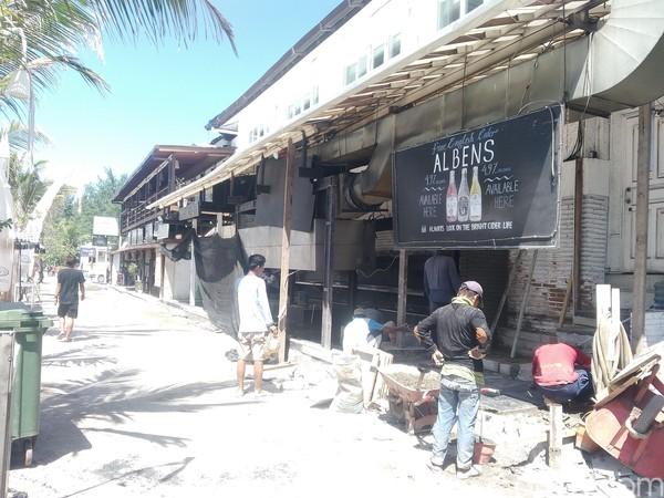 Bersama membenahi bangunan terdampak gempa (Harianto Nukman/detikTravel)