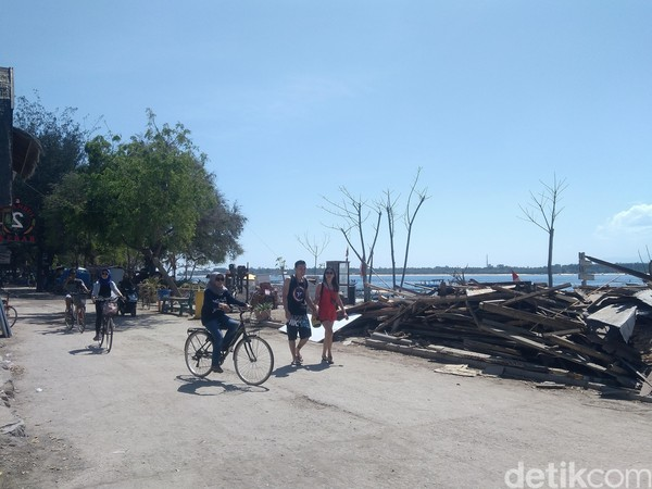 Ada pula wisatawan yang asyik bersepeda (Harianto Nukman/detikTravel)