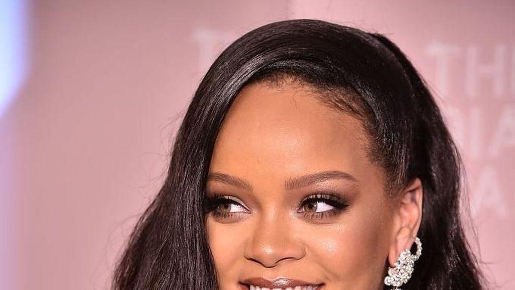 Rihanna Rilis Lipstik Berdasarkan Zodiak