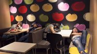 Miris! Ratusan Tunawisma Hong Kong Tidur di McD Karena Harga Sewa Rumah Sangat Mahal