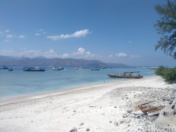 Gili Trawangan begitu digemari turis lokal hingga mancanegara untuk liburan. Namun memang pulau ini termasuk daerah yang terdampak gempa beberapa pekan silam (Harianto Nukman/detikTravel)