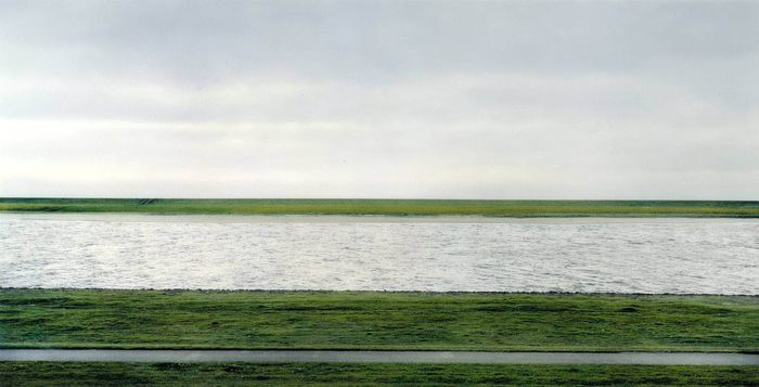 Foto dengan nama Rhein II (1999) ini memegang rekor sebagai yang termahal, yakni US$ 4,3 juta atau Rp 62 miliar (kurs Rp 14.500). Istimewa/Financesonline.