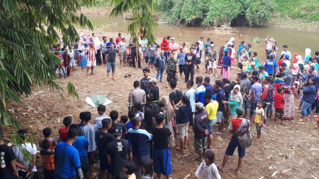 Mayat Bayi Ditemukan Mengambang di Sungai Cilangla Tasikmalaya