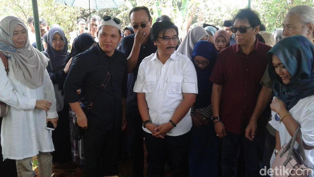 Anggap Debby Nasution Pahlawan, Slamet Rahardjo Hormat di Pemakaman