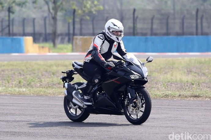 Ganindra Bimo Geber Motor Marquez Versi Jalan Raya di Sentul