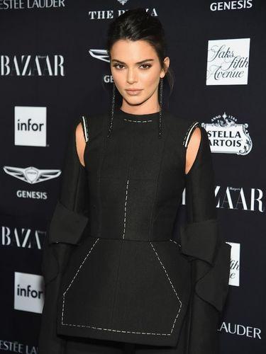 Kendall Jenner kritik situs gosip yang membocorkan lokasi rumahnya.