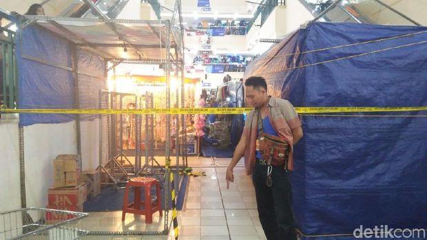 TKP Pria Lompat dari Lantai 3 ITC Cempaka Mas Dipasang Garis Polisi