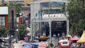 Pembangunan Skybridge Tanah Abang Dikebut, PKL Diminta Libur