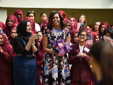 Michelle Obama dalam balutan rancangan Mary saat berkunjung ke London beberapa tahun lalu.
