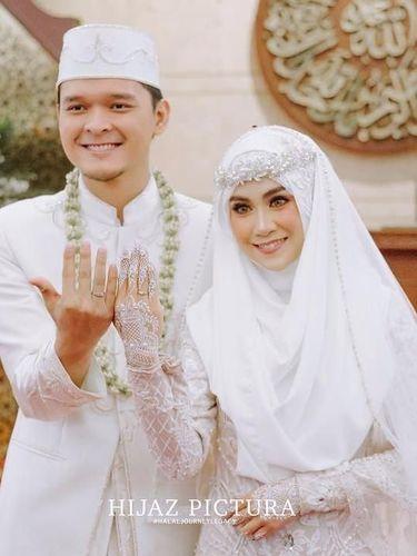 Seperti Lindswell Kwok, 5 Artis Ini Pakai Gaun Syar'i Saat Menikah