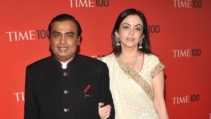 NEW YORK, NY - APRIL 26: Chairman of Reliance Industries Mukesh Ambani (L) attends the TIME 100 Gala, TIMES 100 Most Influential People In The World at Frederick P. Rose Hall, Jazz at Lincoln Center on April 26, 2011 in New York City.  (Photo by Stephen Lovekin/Getty Images for TIME)