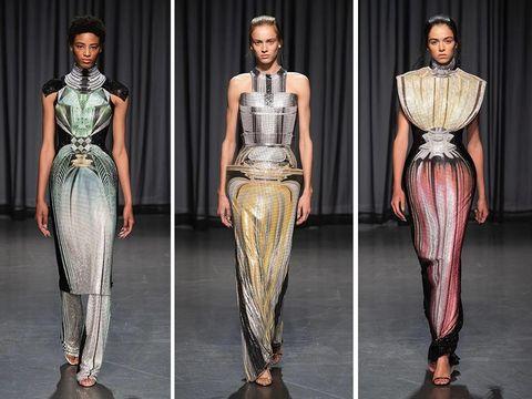 Mary Katrantzou menampilkan koleksi Spring 2019 yang terinspirasi dari botol parfum di London Fashion Week.
