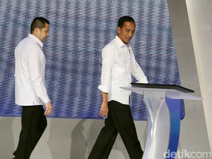 Ketum Partai Perindo Hary Tanoe saat bersama Presiden Jokowi. (Rengga Sancaya/detikcom)