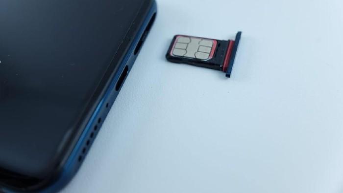 Slot dual SIM card fisik di iPhone XS yang disebut-sebut mirip OPPO Find X. Foto: iPhone XS (Foto: iPhone XS)