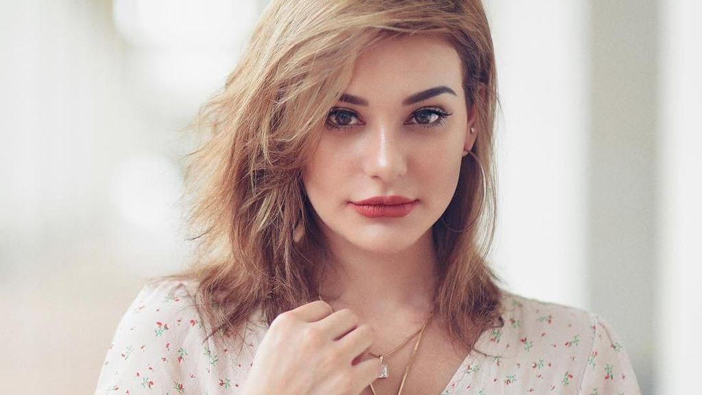 Sarapan Praktis Nasi dan Telur hingga Kulineran Model Cantik Nora Alexandra