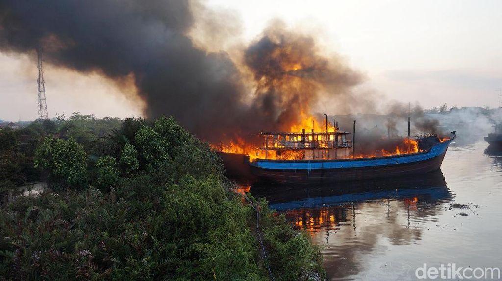 Saksi Mata Melihat Api Muncul Dari Ruang Mesin Kapal Purseine