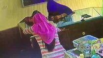 Aksi 2 Wanita Gendam Karyawan Toko Perhiasan Terekam CCTV