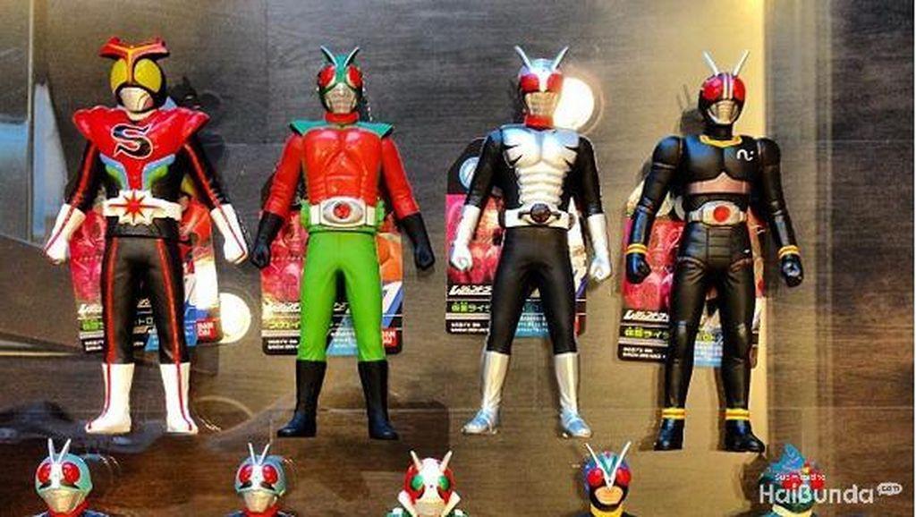 Melihat Koleksi Mainan Kamen Rider Reino Barack