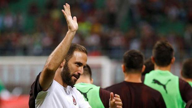 Gonzalo Higuain menyelamatkan AC Milan dari kekalahan di markas Cagliari. (