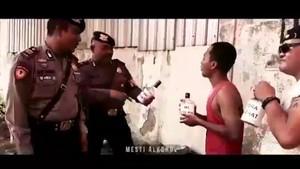 Unik! Aksi Polisi Ngerap Imbau Jauhi Miras Oplosan