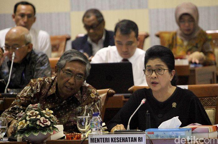 Menteri Kesehatan Nila Moeloek hadir dalam rapat kerja bersama Komisi IX DPR RI di Komplek Parlemen, Senayan, Jakarta, Senin (17/9/2018).