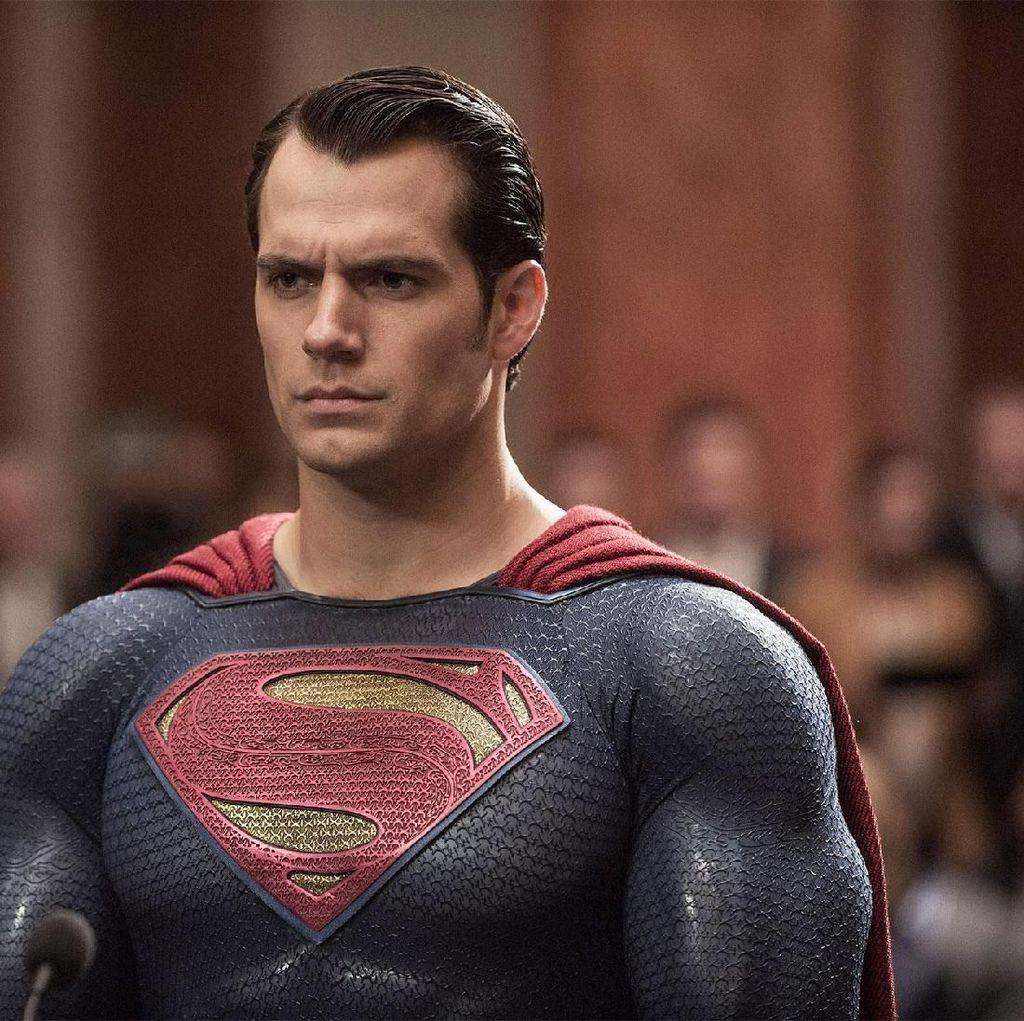 Belum Resmi Pensiun, Henry Cavill Kembali Jadi Superman