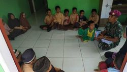 Marinir Mengajar Anak-anak TKI di Sekolah Tapal Batas Sebatik