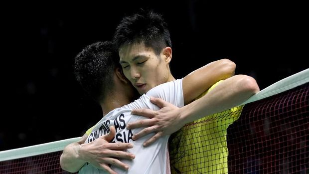 Anthony dan Chou Tien Chen berpelukan