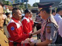 Warga yang Bantu Kecelakaan Bus di Sukabumi Diberi Penghargaan