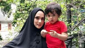 Belum Sebulan Mulan Jameela Disebut Lepas Hijab, Ada Apa?
