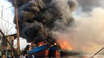 Potret 13 Jam Kebakaran Kapal-kapal di Pekalongan