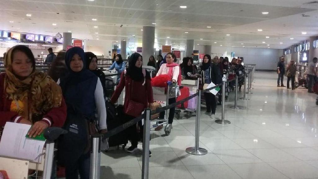 Puluhan WNI yang Dapat Amnesti dari UEA Pulang ke Tanah Air