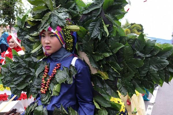 Konsep kopi yang dijadikan kostum, bertujuan untuk menunjukan kopi yang mendunia yang sudah menjadi mata pencaharian sebagian besar masyarakat di Gayo (Agus Setyadi/detikTravel)