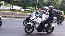 Anies Baswedan Naik Moge Cek Kabel Semrawut di Jakarta