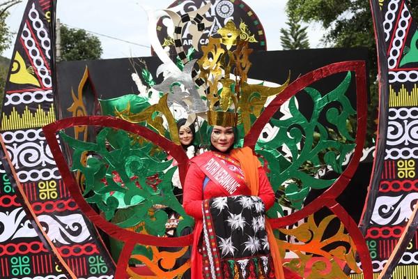 Kostum ini bertujuan untuk memperkenalkan seni budaya Dataran Tinggi Gayo kepada para wisatawan (Agus Setyadi/detikTravel)