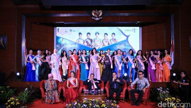 Tahun ini pihak El John kembali menyelenggarakan pemeilihan Putri Pariwisata Indonesia 2018. Malam ini, Senin (17/9), para finalis pun diperkenalkan dalam acara Welcome Dinner di Kementerian Pariwisata (Randy/detikTravel)