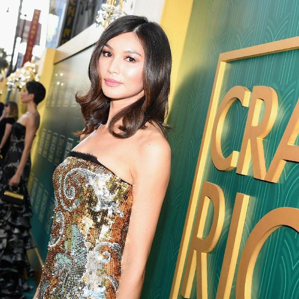 Foto: Gemma Chan Crazy Rich Asians yang Suka ke Pantai