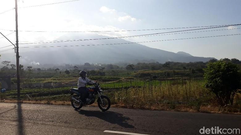 Gunung Lawu dari kejauhan (Sugeng Harianto/detikTravel)