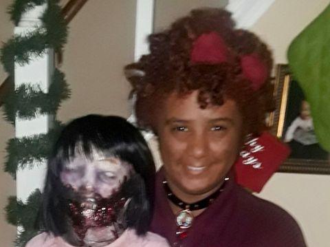 Felicity Kadlec jatuh cinta dan akan menikahi boneka zombienya yang bernama Kelly