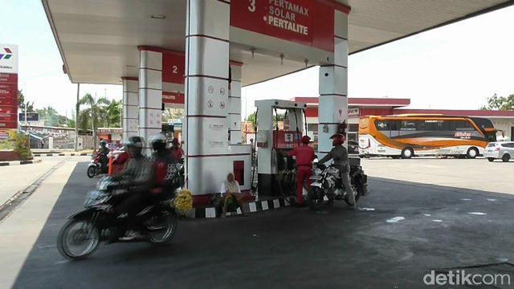 Siang-siang Bolong Kawanan Perampok Bersajam Satroni SPBU di Tegal