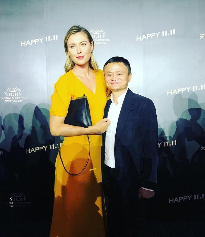 Maria Sharapova berkesempatan berfoto dengan pemilik perusahaan Alibaba asal Tiongkok yang baru-baru ini datang ke Indonesia yakni Jack Ma. (Instagram/mariasharapova)
