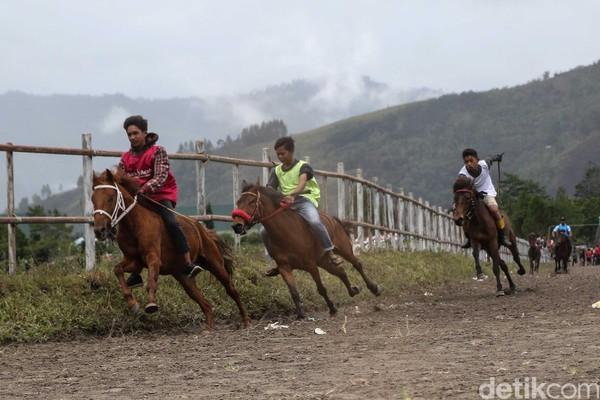 Pacuan kuda merupakan salah satu destinasi wisata olah raga di dataran tinggi Gayo (dok Disbudpar Aceh)