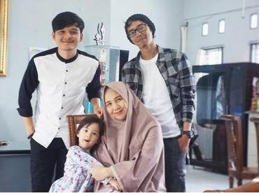 Temen seperjuangan Dito sudah punya anak. Semoga Dito dan Anisa Rahma cepat diberi momongan ya. (Foto: Instagram@ananditodwis)