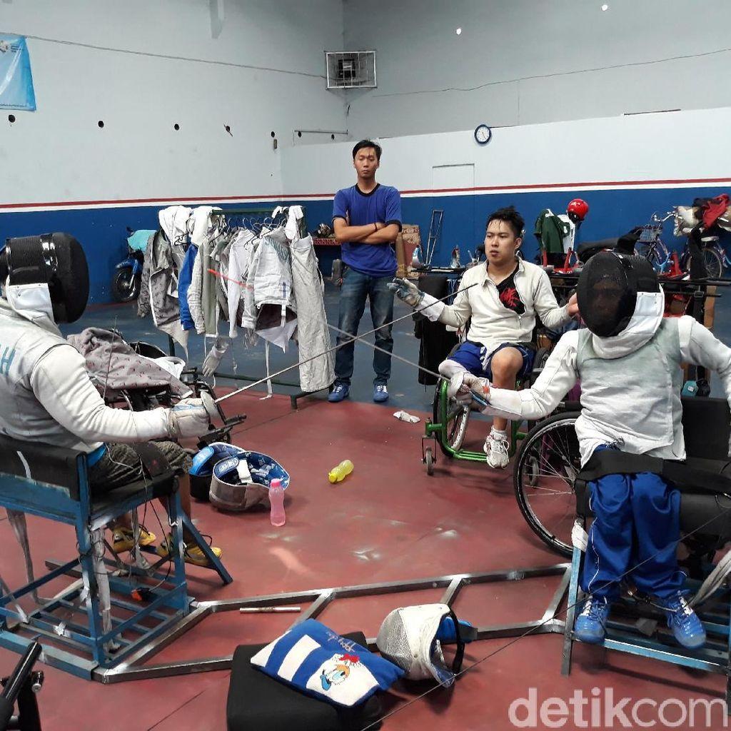 Sejak Lahir Berkaki Satu, Hilman Wakili Indonesia di Anggar Asian Para Games