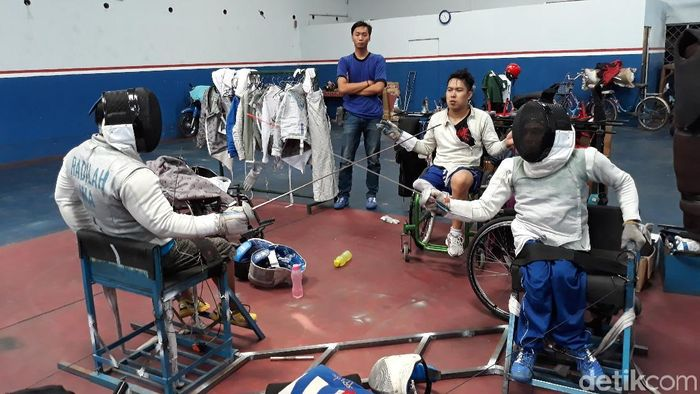Anton Hilman (tengah) berlatih di Solo menjelang Asian Para Games 2018. (Bayu Ardi Isnanto/detikSport)