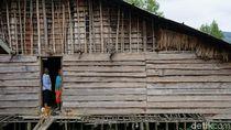Merasakan Bermalam di Rumah Asli Suku Pedalaman Papua Barat