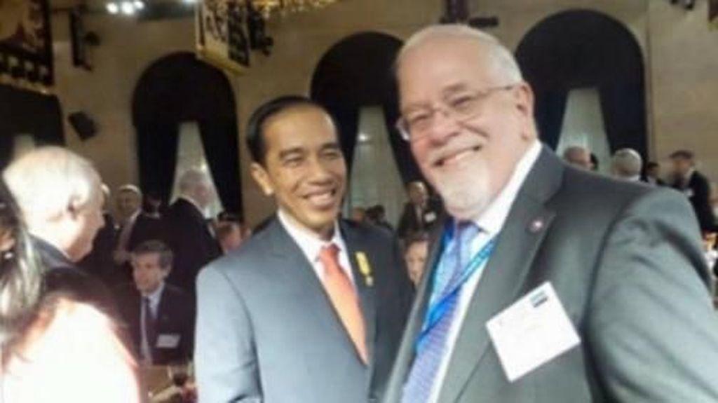 Ini Sosok Co-Founder Asia Sentinel yang Foto Bareng Jokowi-Moeldoko