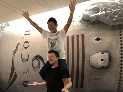 Turis Kaya Jepang Siap Liburan ke Bulan